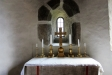 5 sittplatser reserverade för prästens närmaste tjänstörande under mässan.