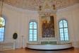 Altartavlan är målad 1845 av konstnären Sven Gustaf Lindblom