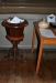 En nyare dopfunt står nere vid bokbordet