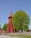 Nedanför predikstolen står en av två brudbänkar