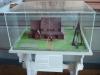 Modell av den gamla träkyrkan med svalgångar.