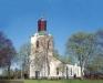 Traryds kyrka i vårtid.