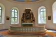 Altaruppsatsen är från gamla kyrkan