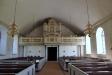 En tidigare altarprydnad hänger nu över dopaltaret