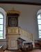 Gamla altaruppsatsen från 1725 hänger nu över dopaltaret. Dopträd med små hjärtan.