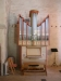 En liten modern orgel mitt i allt det medeltida