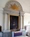 Koret med pompöst ramverk kring altartavlan. Foto: Bernt Fransson