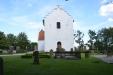 Kyrkporten på Röddinge kyrka ligger naturligtvis åt väster