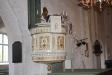 Predikstolen i empirestil uppfördes 1836.