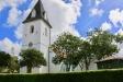 Kyrkan från gatan.