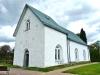 En märklig stenrelief från kyrkans byggningstid finns över ingången. Foto Stig Alenäs.
