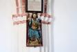 På korets norra pelare hänger en bild av S:t Olof