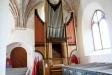 Den kraftigt järnbeslagna dörren från 1400-talet.