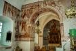 Finjamästaren har dekorerat väggarna med heliga personer. Foto Stig Alenäs