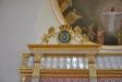 Karl XIII:s namnchiffer över korskrankets högra dörr
