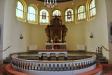 Altaruppsatsen är från 1683