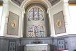 Altaret och Erik Olsons fyra korfönster.