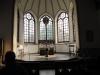 Koret är kyrkans blickfång. Ljuset strømmer in genom de fem meter höga fönstren i tonat antikglas