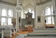 Lanterninen ger fint ljus i kyrkorummet