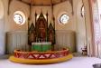 Altaret och altartavlan juni 2016.