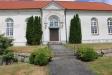 Kyrkans fasad mot söder är i dåligt skick