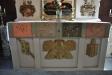 Även altarbrunet har bilder på evangelisterna
