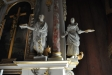 Evangelisterna flankerar altaruppsatsen