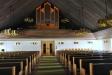 Predikstolen påminner om ett bås