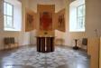 Altarskåpet har modern utformning