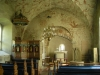 Den tidigare altaruppsatsen från 1600-talet hänger nu på långhusets norra vägg