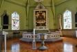 Altartavlan är en oljemålning utförd 1937 av Ole Kruse.