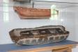 Längst bak i kyrkan står en glasmonter med en skeppsmodell.