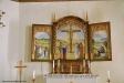 Även i sakristian hänger en målning av Saga Walli