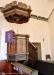 Predikstolen från 1600-talet. Duvan i ljudtaket är från 1951