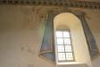 Draperimålningen runt fönstret finns i alla fall kvar