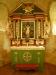 Altaruppsatsen benämns som ett enkelt barockarbete