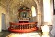 Altaruppsatsen är ett mycket enkelt arbete av Jonas Älvenberg.