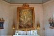 Altartavlan är målad av hofmålare Carl Wilhelm Swedman i Stockholm.