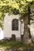 Vackert fönster på Kila kyrka.