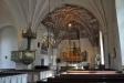 Predikstol från 1792. Det finns en liten ´holk´ mellan predikstolen och ´gapskullen´