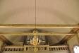 Orgel nästan dold av de tvärgående balkarna...