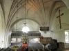 Det fyra meter höga Triumfkrucifixet dominerar kyrkan