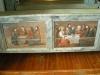 Gamla målningar på bakre bänkradernas ryggsida.