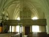 Målat altarskåp från 1600-talet finns i sidkoret