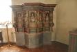Äldre altarskåp vid  ett sidoaltare