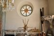 Många intressanta föremål från gamla kyrkan visas på läktarna