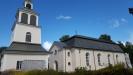 Exteriör juli 2017. Stökigt runt kyrkan med renovering.