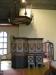 Skulpturerna på predikstolen utfördes av David Wretling