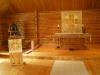 Bonaden över altaret (sannolikt på ambon också) är ritad av textilkonstnär Gunilla Schildt