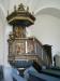 Predikstolen från 1754 prydd med figursviter från ett gammalt altarskåp